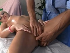 Hard squirting and oral job blond with a massage