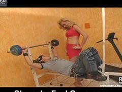 Sporty tgirl way some arse-stretching exercises to curious stud in gym