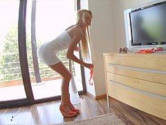 Lengthy legged blondie Ivana Sugar posing