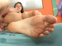 Jessie Andrews Receives Her Feet Masked with Warm Cum