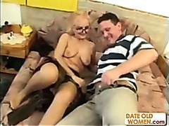 Granny in glasses acquires a wonderful fuck