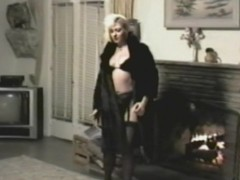 A Retro Solo Hew Clip Shows a X-rated Blond Masturbating